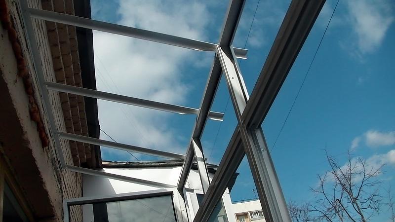 Услуги - монтаж крыш балконов.